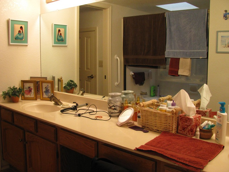 townhouse-bathroom-update-before-view-1