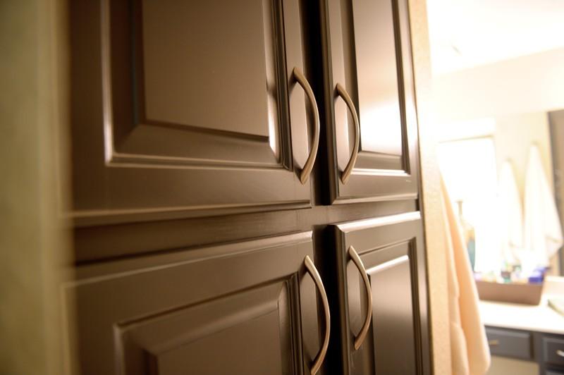 townhouse-bathroom-update-linen-closet